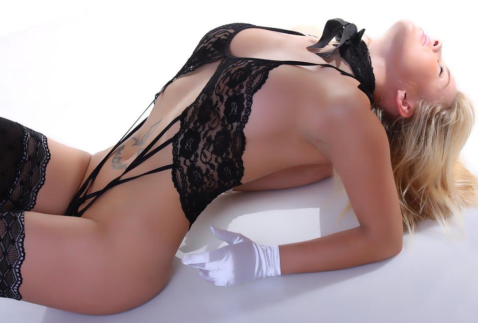 dívka ve spodním prádle