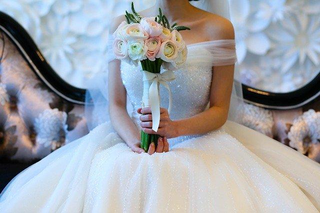 Svatební oděv nevěsty