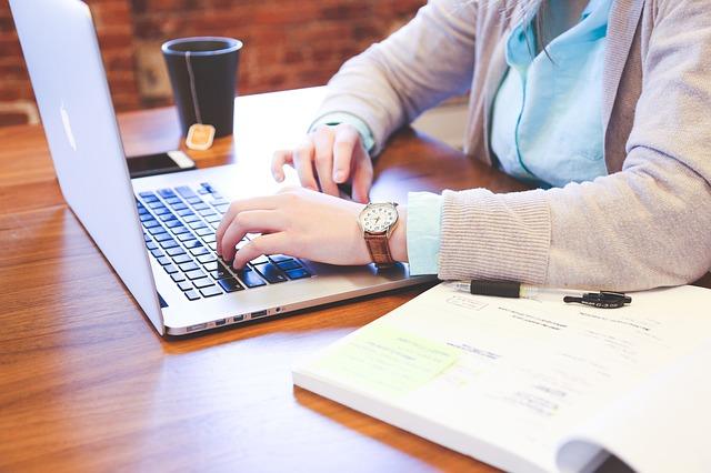 psaní na klávesnici