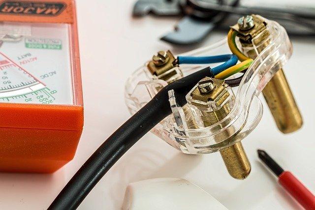 opravy elektroinstalace.jpg