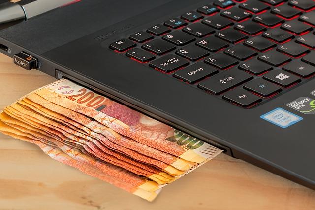 peníze v počítači
